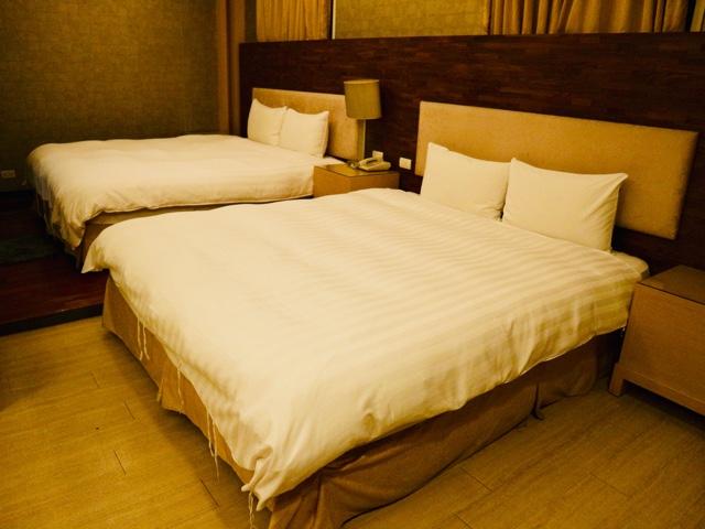 大きなベッドが二つ