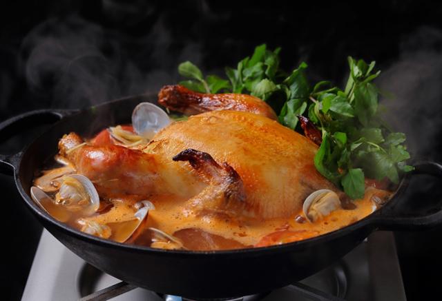 アロハアミーゴ原宿「丸鶏とクレソンの鍋ーフリフリ鍋ー」