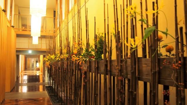 廊下の花飾り