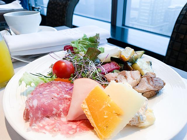 一度は行きたい!「シャングリ ラ ホテル東京」のレストラン「ピャッチャーレ」の贅沢な朝食