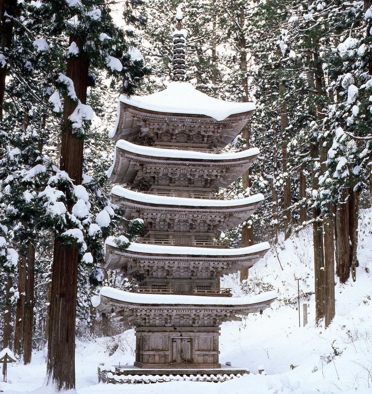 冬の羽黒山 五重塔