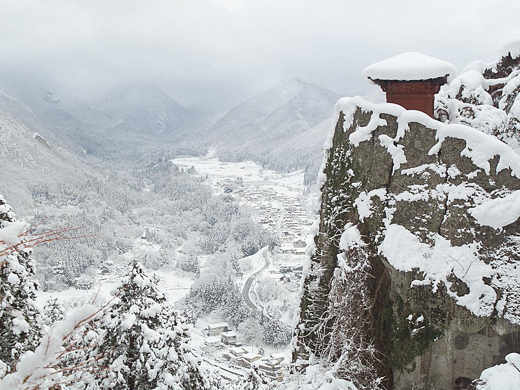 雪の山寺 納経堂