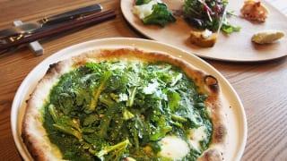 ランチの「畑」はピザと農園プレートのセット