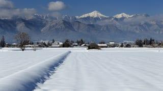 安曇野市農村の雪景色