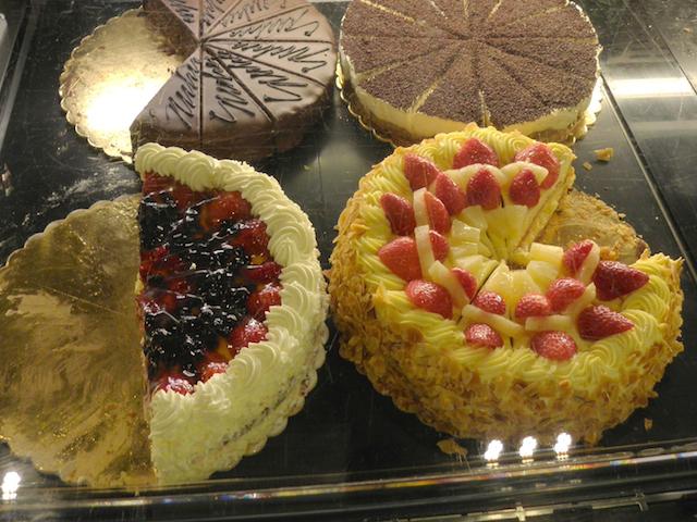 ザッハとベリー系ケーキ