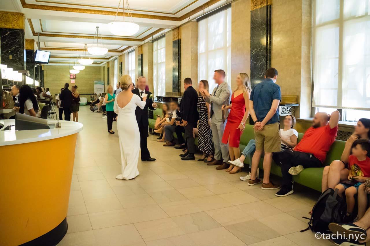 ニューヨークシティ・クラーク(市役所の市書記事務局)結婚式の順番を待つ人たち1