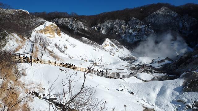 雪の中行列
