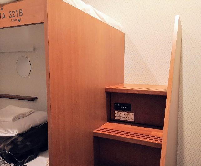 WeBase京都 個室2段ベッド貴重品入れ