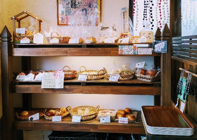 おやつ+ブレッドちぃのパン パンの棚
