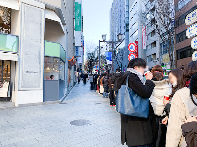 開店前に着いてもこんなに行列が!