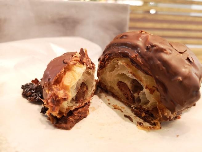 R Baker Inspired by court rosarian 西武新宿PePe店 チョコレートクロワッサン