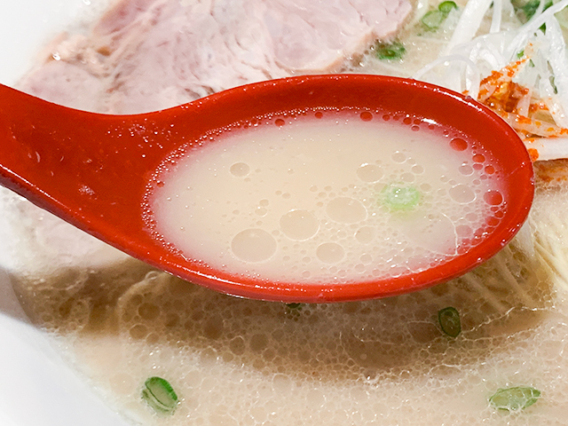 豚骨臭さを感じさせないスープ