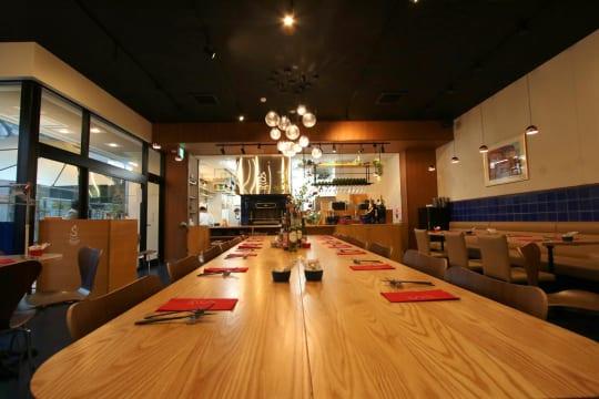 店内中央に設置されている大きなテーブル。