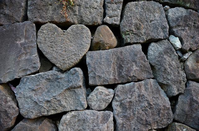 石や岩のハートのパワースポット