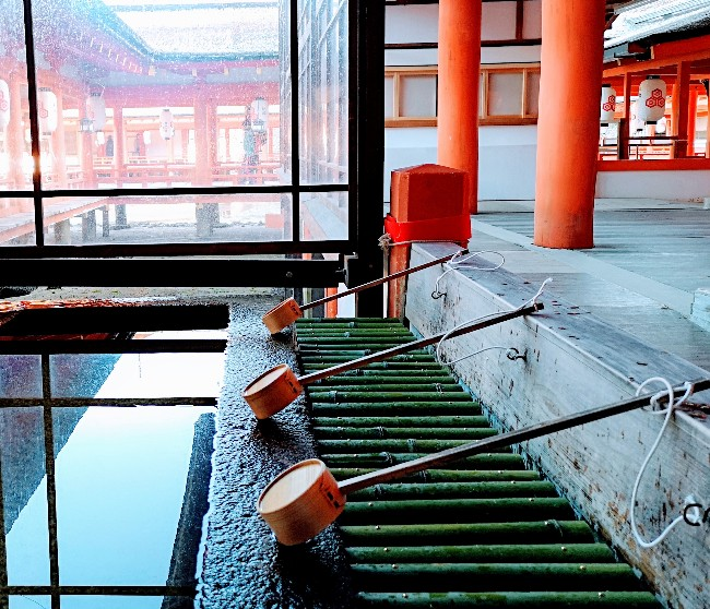 嚴島神社社殿の手水舎