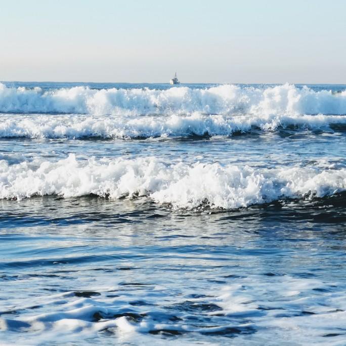 江ノ島の波