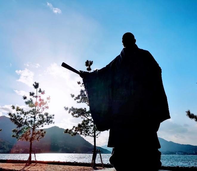 嚴島神社平清盛像