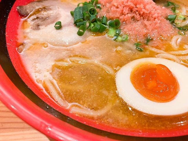 スープは「毎日、大量の甘えびの頭部を大きな寸胴で煮込んで作っている」そう