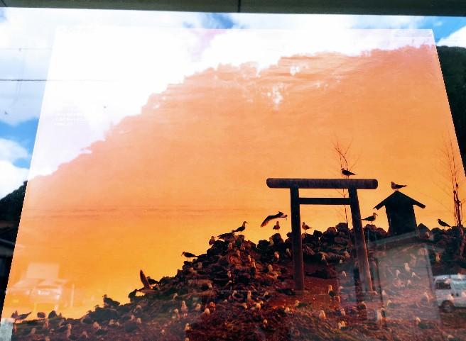 日御碕神社前の経島ポスターより