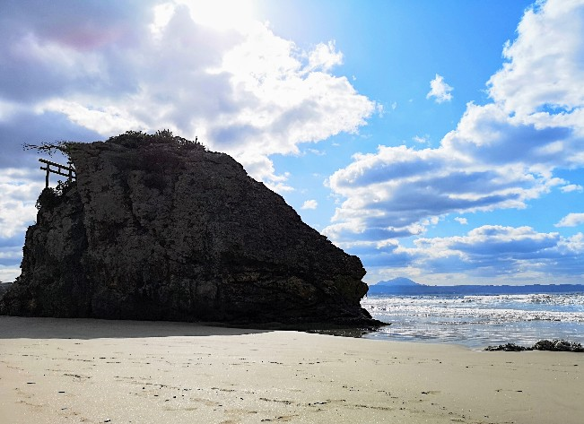 稲佐の浜の弁天島