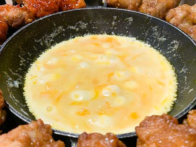 トロトロのチーズをからめます