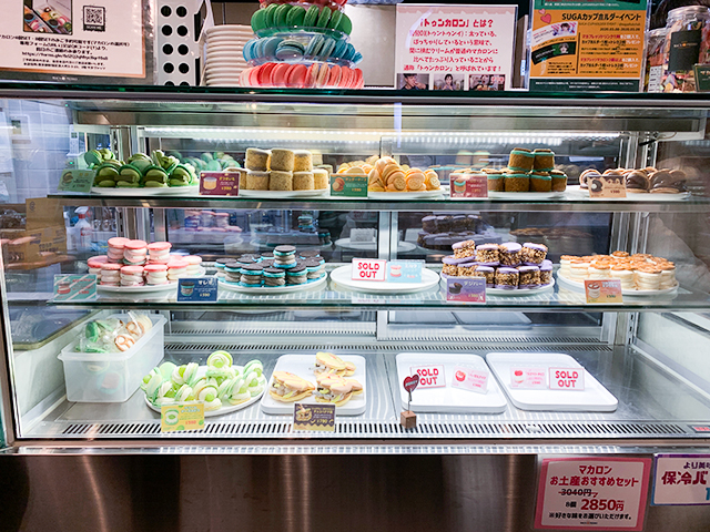 お店のカウンターには韓国式マカロン「トゥンカロン」が並びます