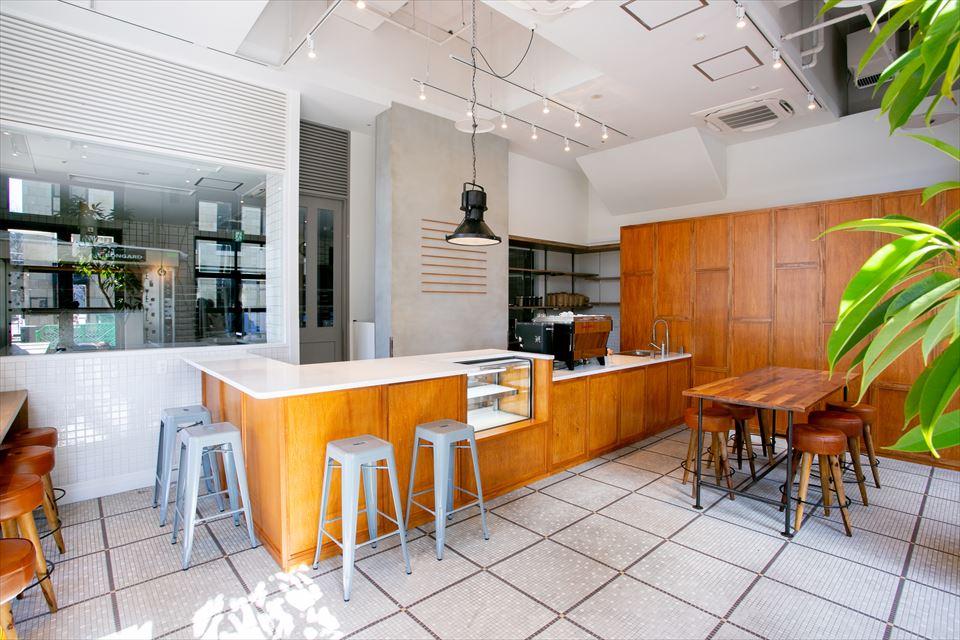 人気ロースターが焙煎するコーヒーを月替わりで楽しむコーヒースタンド【福岡・博多】