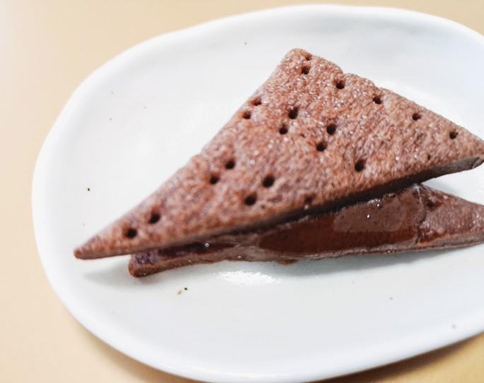 京都御所南チョコレート研究所「京都さんかくショコラサンド」トースターで温めてみた場合