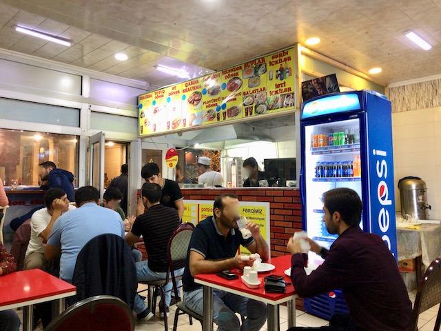 アゼルバイジャンの首都バクー「Cempion Shaurma」