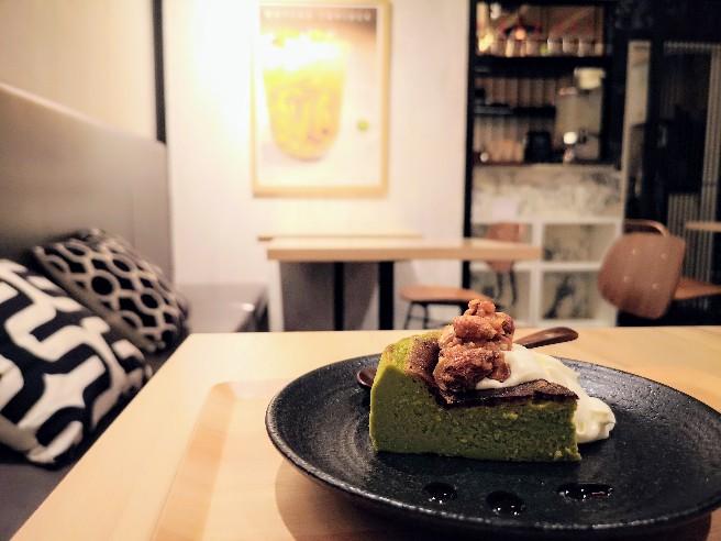metcha matcha & SALON 梅田 2階カフェの様子