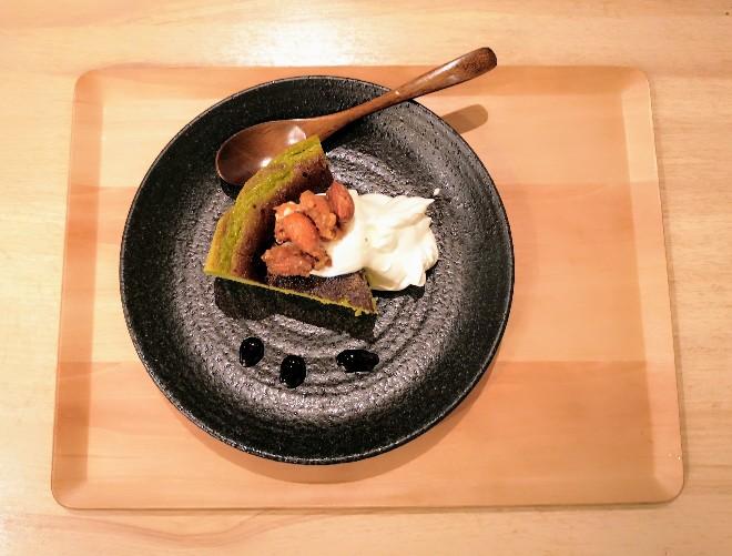 metcha matcha & SALON 梅田「焦がし黒糖クルミ抹茶バスクチーズケーキ」全体