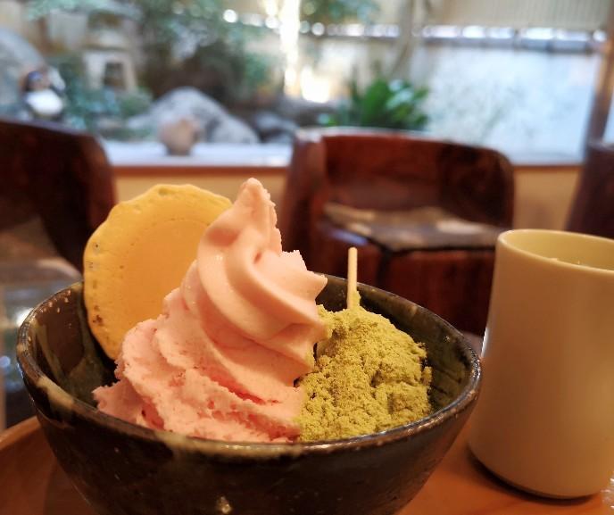 三井寺力餅本家 力餅ソフトクリームさくら味