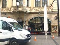閉鎖しているレストランの復活祭デコ