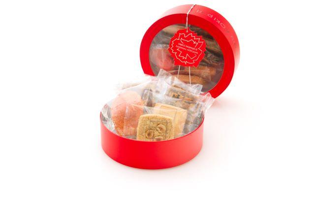 サダハルアオキ焼菓子1