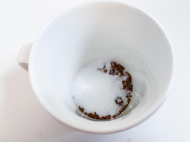 コーヒー、砂糖、お湯は1:1:1の割合