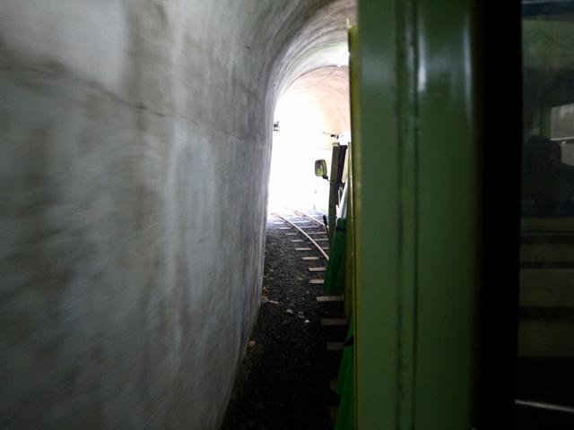 トンネルも通る