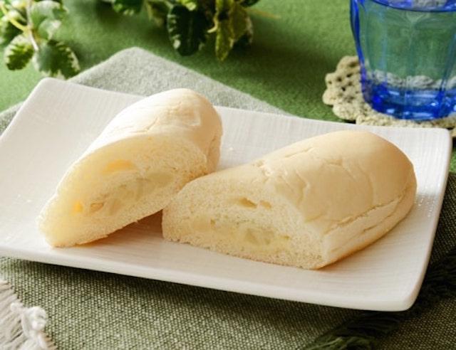 白いコッペパン(わさびソース&ポテト)