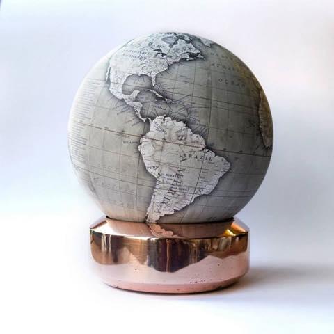世界を手中に!手作り「高級地球儀」の美しき職人技