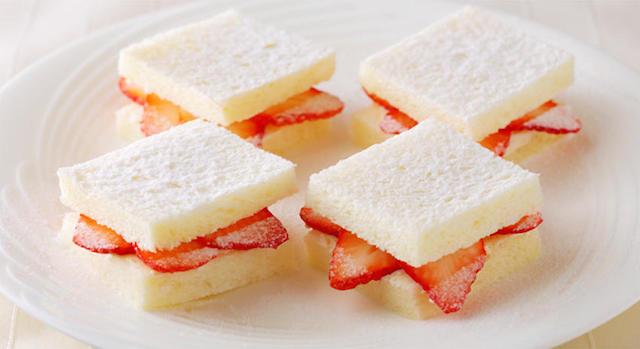 ・苺とマスカルポーネクリームサンドウィッチ