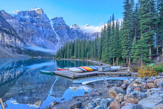 カナダ・モレーン湖
