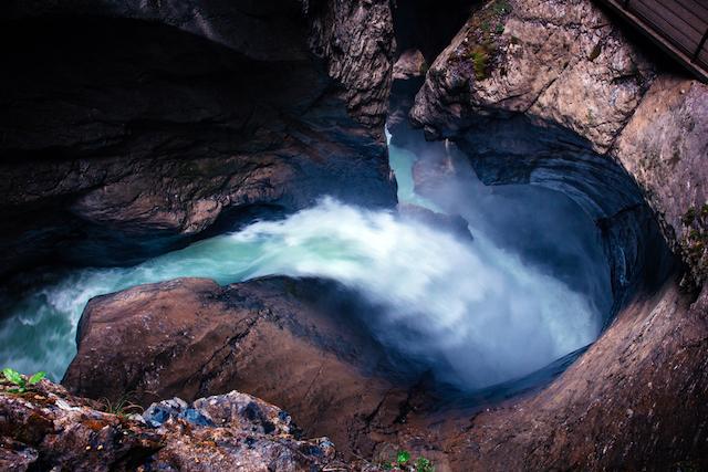 スイス・ラウターブルンネン・トリュンメルバッハ滝