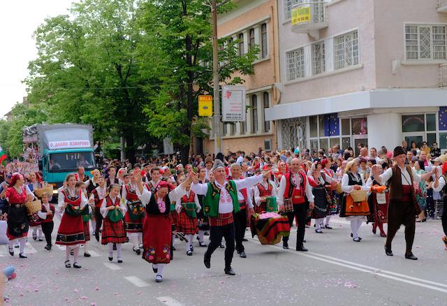 ブルガリア・カザンラクのパレード