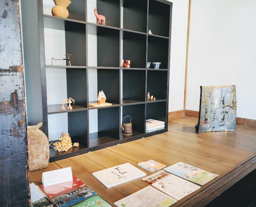 TEGAIMON CAFE 店内