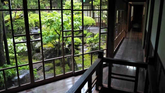 廊下と中庭