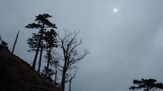 雲間の太陽