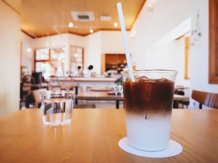 京終駅舎カフェハテノミドリ アイスカフェラテ