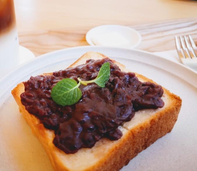京終駅舎カフェハテノミドリ つぶあんのあんバタートースト