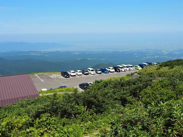 駐車場と庄内平野
