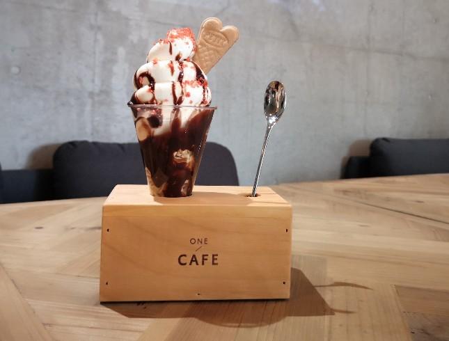 ONE CAFÉ! ソフトクリームパフェチョコレート