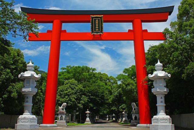 【2020年開運】徳島県のパワースポット3選!渦潮、樹齢1000年の楠、ミステリーの山